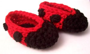 Newborn Ladybug Booties by fyre-fly