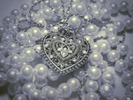 Silver Heart by Ninelyn