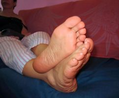 My feet as I watch TV by piaslave