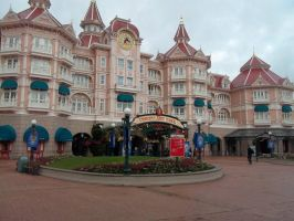 disney hotel/entrance to dinsneyland by sakuratard17