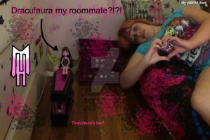 Draculaura as my roommate by DarkRoseDiamond123
