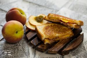Sandwich with peach, ham, jalapeno and apricot jam by KLutskaya