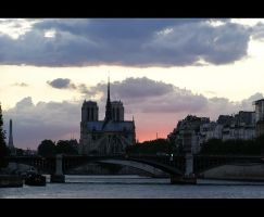 Notre-Dame de Paris by mysterious-one