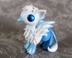 Frost Gryphon by DragonsAndBeasties
