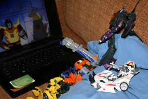 Transformers Waching Transformers. by shortdragon