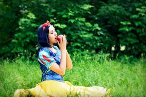 Snow White 3 by ElisSweet