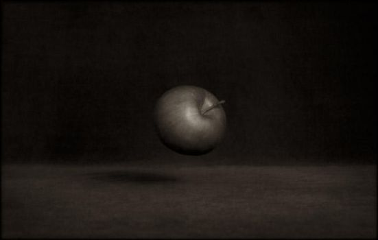 Une pomme by Renoux