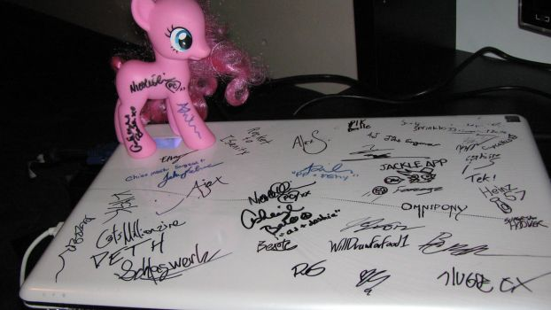 BroNYCon 2012 (Jan) - Laptop+Pinkie! by Mike-O-Shay
