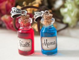 Health and Mana Potion Necklaces! by MieMoe