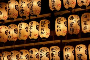 Japanese lantern light 3504x2336 by ElKaez