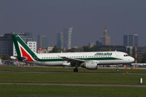 Airbus A320-214 by PlaneSpotterJanB