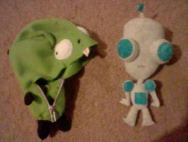 my 3rd GIR plush pic 1 by yoyoballkay