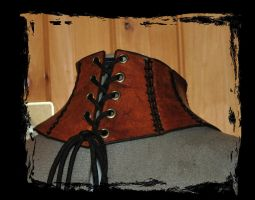 leather neck corset back view by Lagueuse