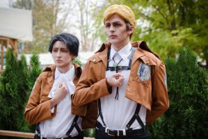 Shingeki no Kyojin cosplay - Rivaille and Ervin by Jiosan