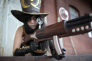 Caitlyn Cosplay: A snipers greatest tool.. by MomoeHamaguchi