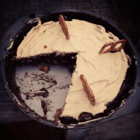 Chocolate Peanut Butter Pretzel Pie / Bars by Wigglesx