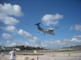 Dash-8 at TNCM by Boeing787