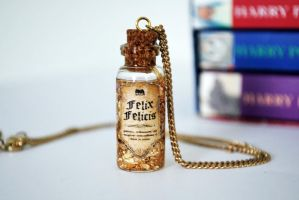 Felix Felicis Potion Necklace by 11faced