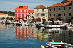 Reflected colours, Stari Grad by wildplaces