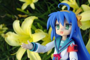 figma-Konata with Lilies by Yami-Usagi