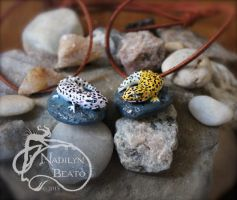 Snow and Normal Leopard Gecko Pendants by NadilynBeato