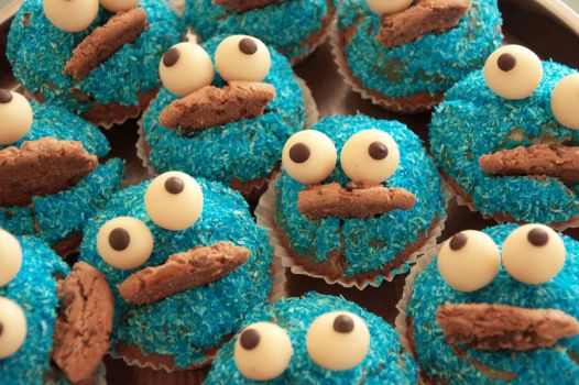 Cookie Monster Muffin by cookiiemon
