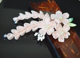 Champaign Sakura Kanzashi: Sprakle and Organza by hanatsukuri