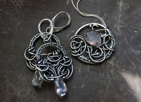 pendant and earrings by honeypunk