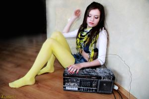 Please dont stop the music by xxxamylindaxxx