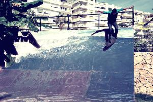 Surfer Paradise by danyal-tr