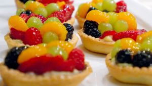 Cafe Aquaria Fruit Tarts by lilkoda16
